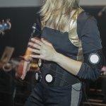 Lizzy Scharnofske playing her body drums. © Adlan Mansri