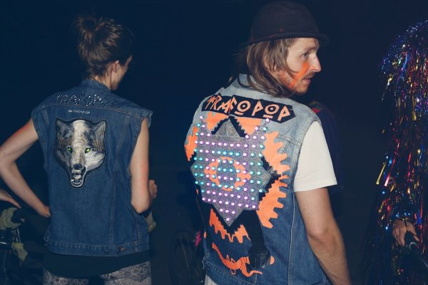 Trafo Pop light jackets have built-in LED screens controlled by microprocessors.