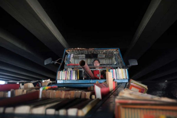 The artist driving his mobile library, both a spectacle on the road and a thoughtful political statement, in Buenos Aires in 2015. Photo: Courtesy of the artist.