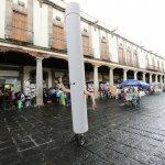 A column walking the city. Photo Jesus León