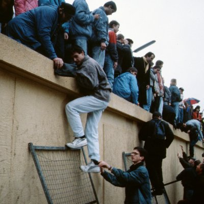 MAUER-MOB: recreating berlin wall - 9th november 2009